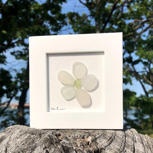 Sea Glass Daisy - Peridot Center